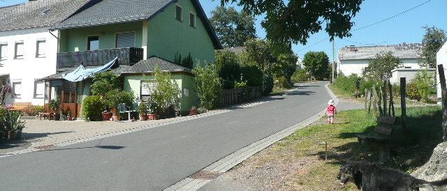 Bild: mittlere Dorfstraße